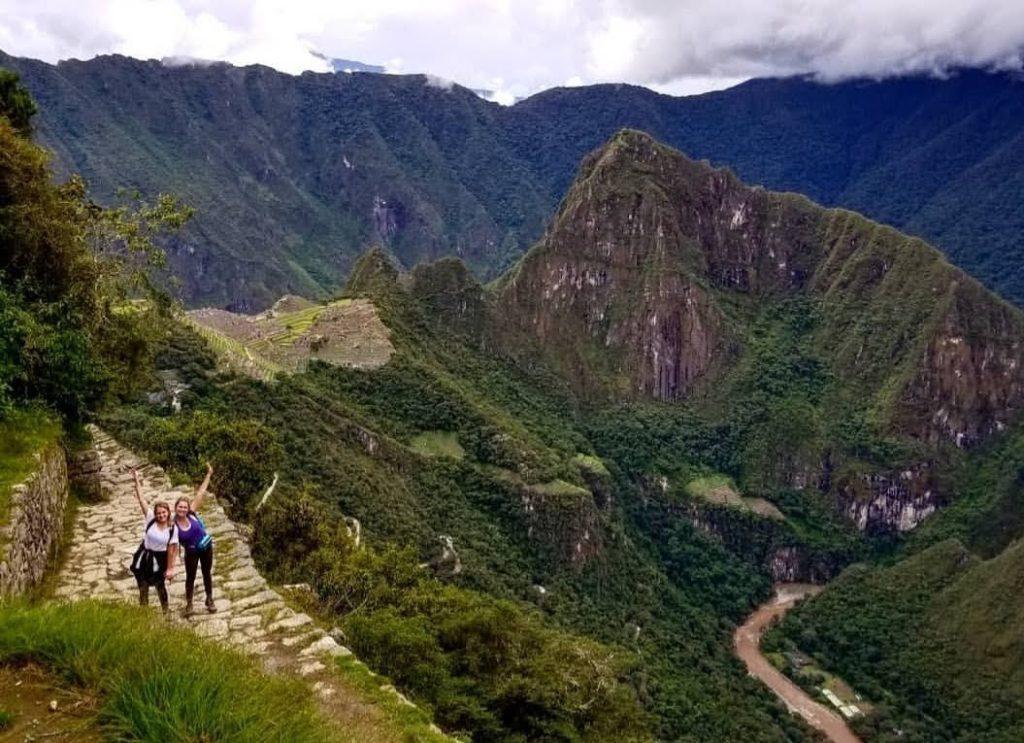 Machu Picchu girls